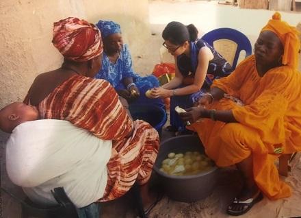 セネガルで3人の義母と50人分の食事作り