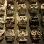 テンプロ・マヨール博物館の骸骨のレリーフ(メキシコ)