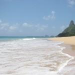 フェルナンドデノローニャ島(ブラジル)の砂浜