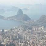 コルコバードの丘よりリオデジャネイロの街とグアナバラ湾を望む。