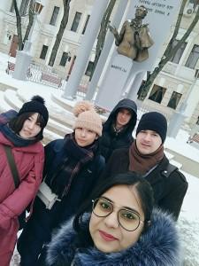 大学の仲間と(左から2人目が筆者)