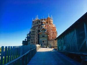 ペトロザボーツクから船で1時間半のところにあるキジ島。一番有名な建物は修理中でしたが、その光景に出会うこともなかなかないことなので逆に良かったと思っています。