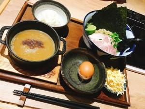 ペテルブルク初の日本のラーメンチェーン店「フジヤマ55」の名物・つけ麺定食。