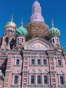 通学路にあるペテルブルクのランドマーク「血の上の救世主教会」は私が留学に来た時から今までずっと工事中…。