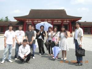 大学3年生時のゼミ旅行。えさし藤原の郷にて。中央が筆者、右端が北條先生です。
