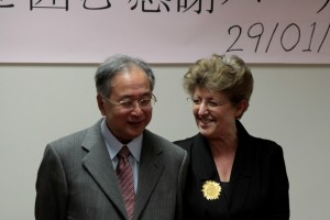 2010年1月 長谷川先生を囲む感謝パーティーで:長谷川先生と奥様のイザベル先生