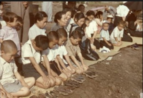 [参考]戦後、昭和天皇巡幸をお迎えする小学生