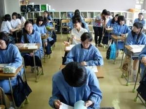 写真:ティーチング風景。生徒たちも高い意識をもって授業に臨んでくれます。