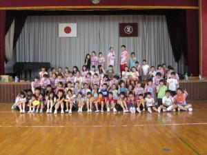 写真:体育館を借りて、英語を使った運動会