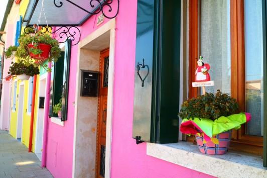 水上バスの定期券で休日によく行った、カラフルな家で有名なブラーノ島