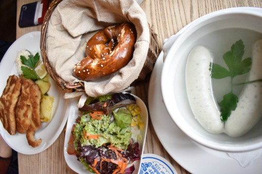 Münchner SchnitzelとMünchner Weißwurst