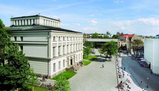 A4tsp = latz_löwengebäude_audimax_campus_ Foto von Norbert Kaltwaßer