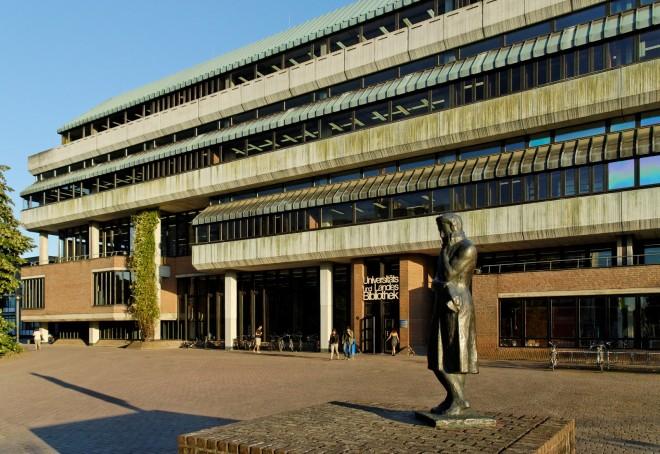 Universitaets-_und_Landesbibliothek_Duesseldorf_in_Duesseldorf-Bilk,_von_Nordwesten