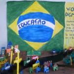 コミュニティ学校の手作りジオラマ『教育が最優先』(ブラジル)。