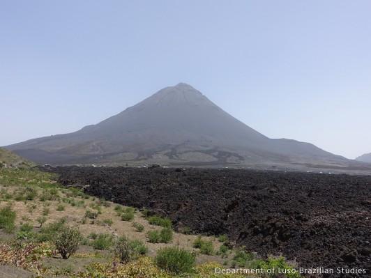 Pico Fogo e a lava-Ilha de Fogo