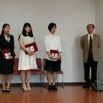 ロシア語学科長・村田先生と今年度の受賞者3名