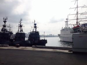博物館ではなく普通の海軍基地もあります。11月には日本の海上自衛隊の「はまぎり」もやってきました。