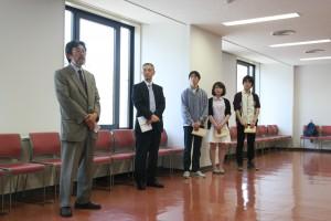 左端がハルビン学院連絡所・所長の麻田恭一さん