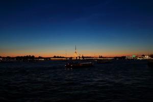 《24:00》 日没後 地平線が白んでいます