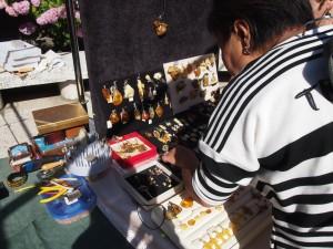 市内のいたるところで琥珀がお土産として売られています。