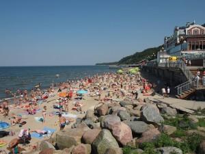 ビーチにはたくさんの海水浴客が