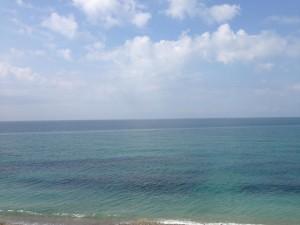 黒海です。ロシアとは思えないほどきれいな海です。たくさんの人が泳いでいました。