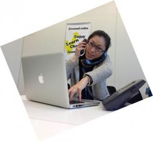 研修にて、電話応対のシミュレーション時の写真