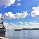 サンクトペテルブルクは北のベネチアとも呼ばれます。ピョートル大帝が「ヨーロッパへの窓」にしようとつくっただけあって、モスクワとは違った雰囲気の街です