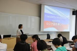 ラティシェヴァ准教授による体験授業「ロシア語を楽しく!」