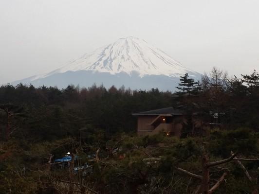 食堂からは見事な富士山が見えました