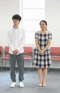 5年生の池田多詠子さん(右)と3年生の阪村亮太くん(左)。大橋さんは就職活動のため欠席でした。