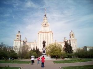 モスクワ国立大学です。やっぱり、かっこいいですね。中は…