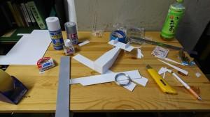 作りかけの飛行機