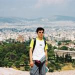 2002 年ギリシア旅行。アテネのアレスの丘の上で。右奥はアゴラのヘファイストス神殿。