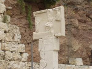 同じくギリシア旅行。アテネ、アクロポリス南麓のアスクレピオス神殿の記念碑。 修論のテーマとなった史料。