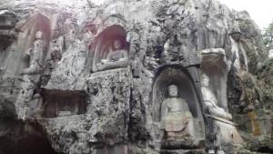 大澤院ゼミで訪れた中国杭州・霊隠寺の石仏群。共著の調査報告書も発表しました(2013年2月撮影)
